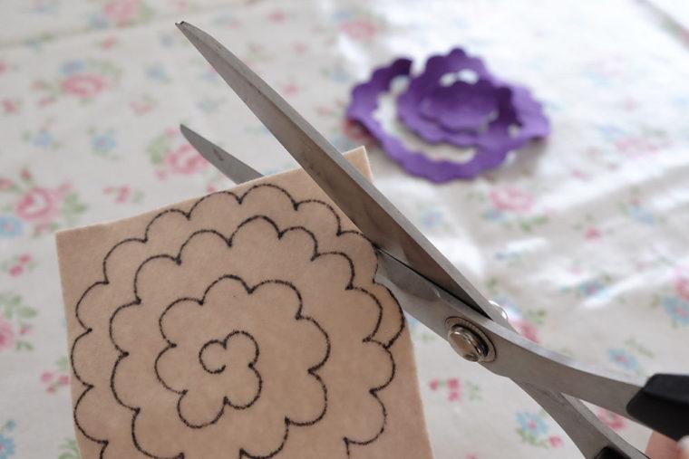 make-of-flower-by-felt-03